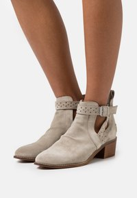 Musse & Cloud - DANEL - Ankle boots - ice - 0