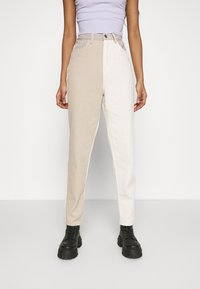 Missguided - NEUTRAL PATCHED RIOT MOM JEAN - Relaxed fit jeans - cream - 0