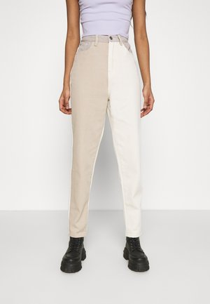 NEUTRAL PATCHED RIOT MOM JEAN - Jeans baggy - cream