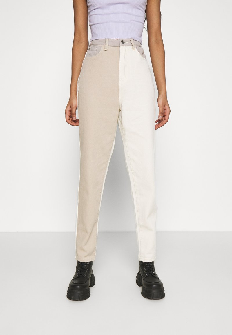 Missguided - NEUTRAL PATCHED RIOT MOM JEAN - Relaxed fit jeans - cream