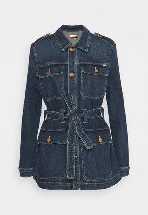 THE BELTED VETERAN - Denim jacket - dark blue