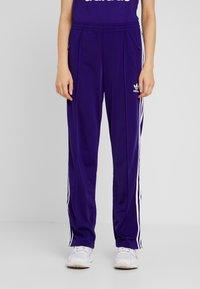 adidas Originals - FIREBIRD ADICOLOR TRACK PANTS - Verryttelyhousut - collegiate purple - 0