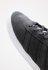 adidas Originals - GAZELLE - Trainers - carbon/footwear white - 2