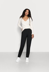 ONLY Petite - ONLNELLA PANTS - Tracksuit bottoms - black - 1