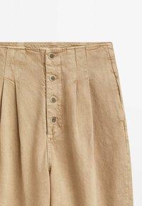 Massimo Dutti - MIT UMGESCHLAGENEM SAUM - Straight leg jeans - nude - 2