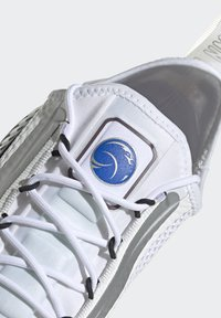 adidas Originals - NMD_R1 SPECTOO UNISEX - Sneakers basse - footwear white/core black - 9