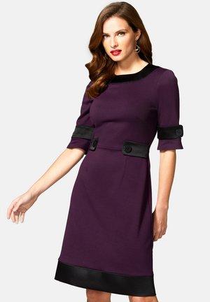 60S DRESS WITH CONTRAST HEM - Day dress - damson & black
