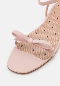 Red V - Sandals - nude - 6
