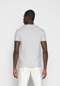 Pier One - Basic T-shirt - light grey melange - 2