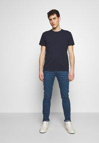 CLOSED - Basic T-shirt - dark night - 1