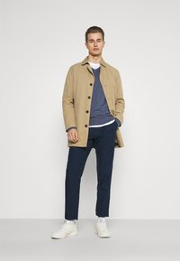 Tommy Hilfiger Tailored - PLEAT - Trousers - desert sky - 1
