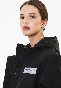 Bershka - MIT KAPUZE - Outdoor jacket - black - 3