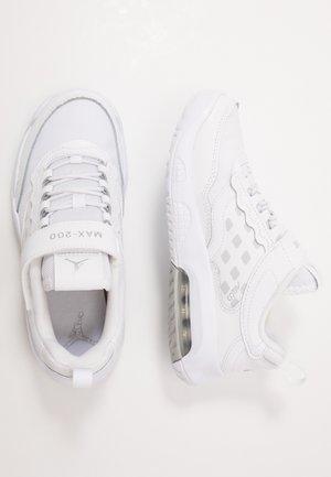 MAX 200  - Sports shoes - white/metallic silver