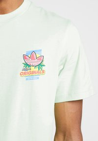 adidas Originals - BODEGA POPSICLE - Print T-shirt - glow green - 4