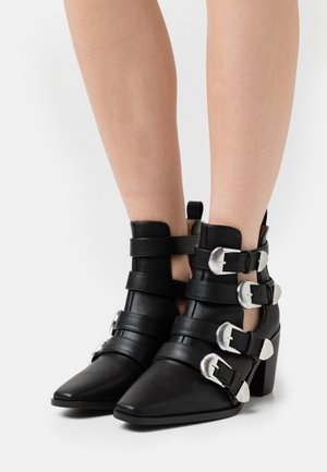WIDE FIT ADLEY - Cowboy/biker ankle boot - black
