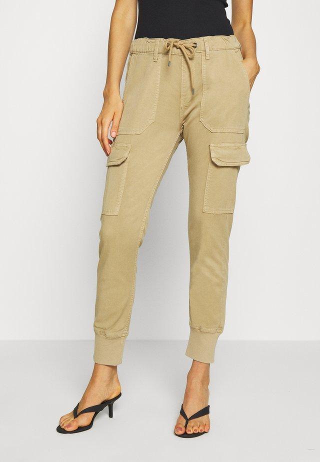 CRUSADE - Cargo trousers - malt
