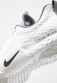 Nike Performance - RENEW IN-SEASON TR 9 - Kuntoilukengät - pure platinum/black/cool grey - 5