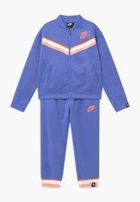 Nike Sportswear - HERITAGE - Survêtement - royal pulse/atomic pink - 0