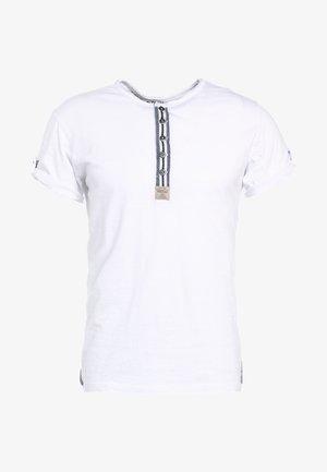 ARENA - Print T-shirt - weiss