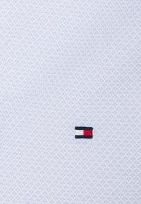 Tommy Hilfiger Tailored - MINI GEO PRINT SHIRT - Formal shirt - light blue/white - 2