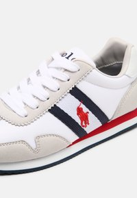 Polo Ralph Lauren - KELLAND UNISEX - Trainers - white/light grey/navy/red - 6