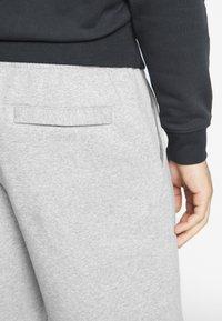 Nike Sportswear - CLUB - Shorts - grey heather/white - 3