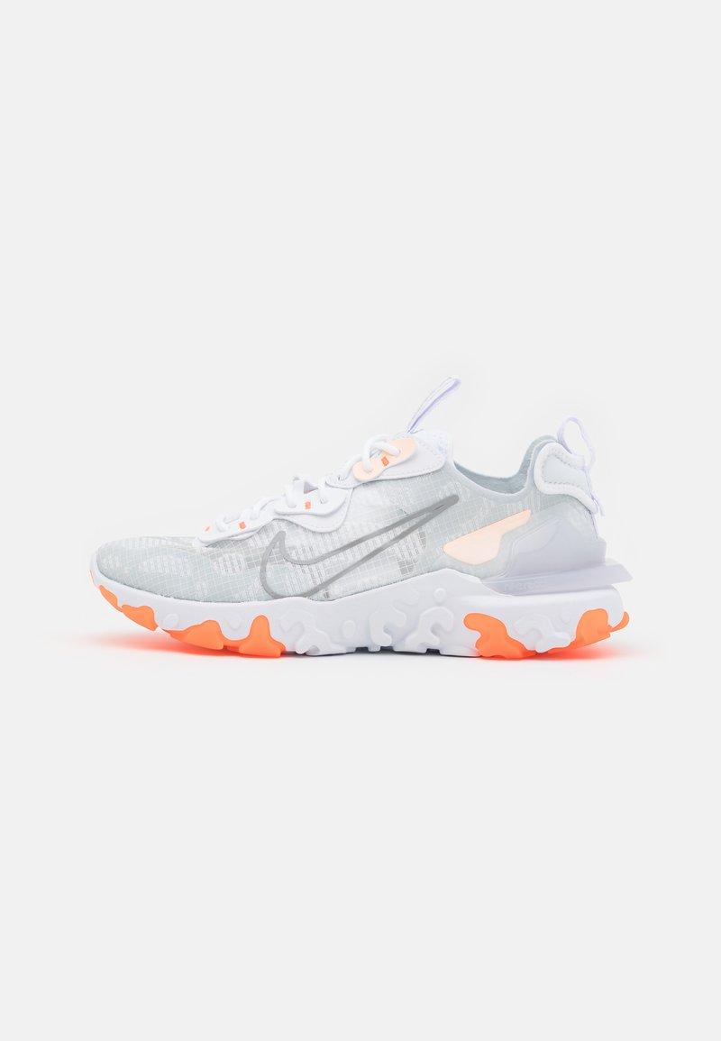 Nike Sportswear - REACT VISION SE - Zapatillas - white/light smoke grey/sail/crimson tint/hyper crimson