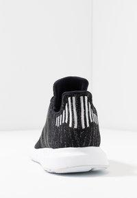 adidas Originals - SWIFT RUN  - Sneaker low - core black/silver metallic/footwear white - 5