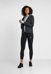 Nike Performance - SPHR ELMNT - Kapuzenpullover - particle grey/grey fog/silver - 1