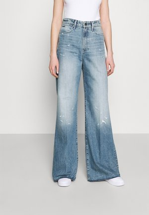 DECK ULTRA HIGH WIDE LEG - Flared Jeans - light-blue denim