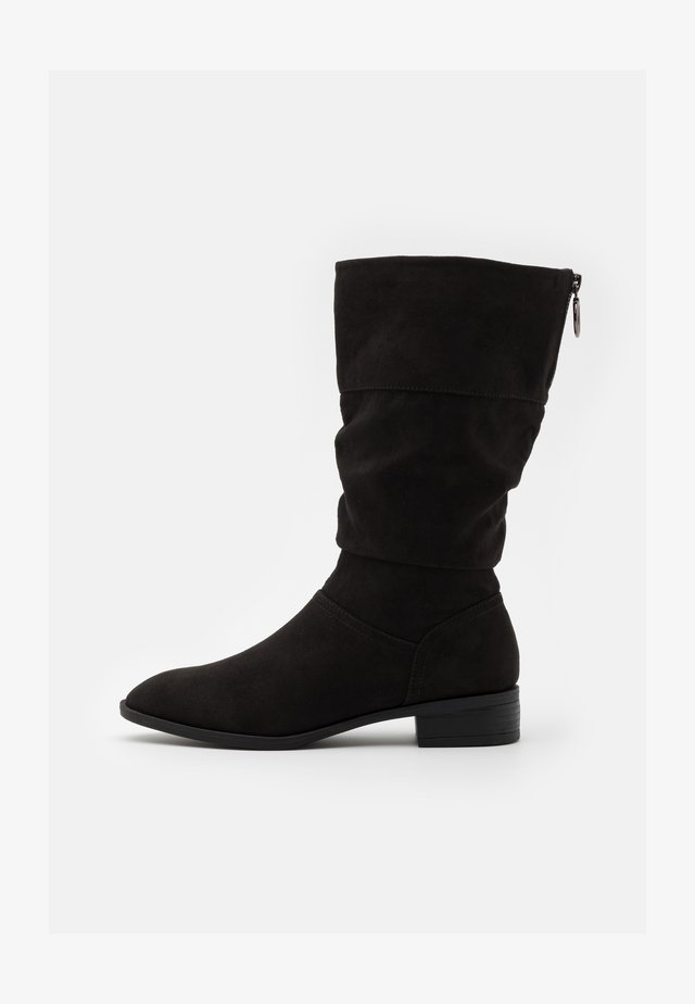 WIDE FIT ASH - Botas - black