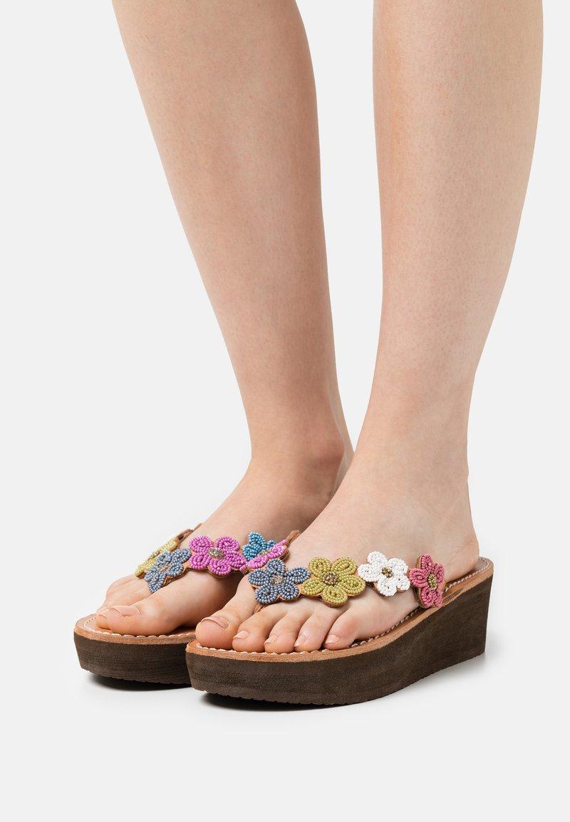 laidbacklondon - CONLEY WEDGE - T-bar sandals - retro