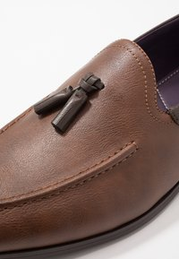 Burton Menswear London - CHARLIE  - Eleganckie buty - tan - 5