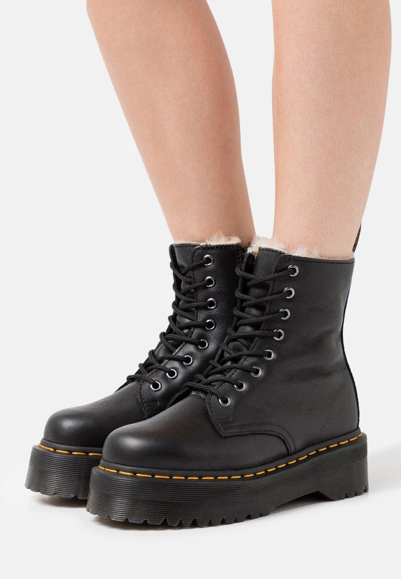 Dr. Martens - JADON FAUX FUR LINED - Platform ankle boots - black pisa