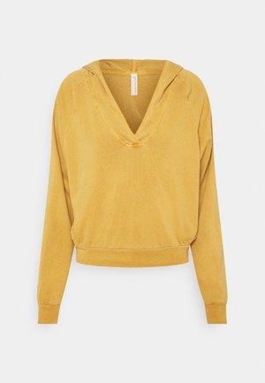 APRES SKI HOODIE SOLID - Jersey con capucha - golden ochre