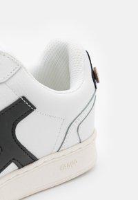 Faguo - HAZEL UNISEX - Sneakersy niskie - white/black - 5