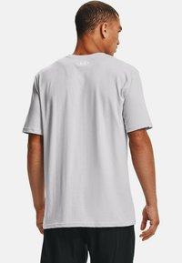 Under Armour - UA TEAM ISSUE WORDMARK  - Print T-shirt - halo gray - 2