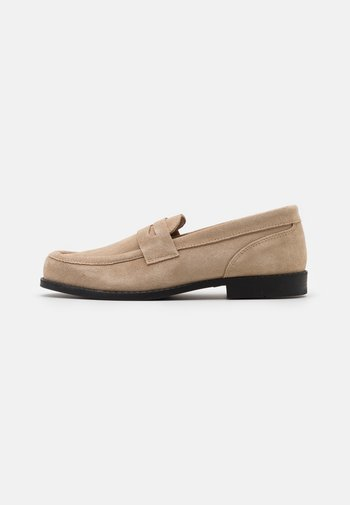 GINZA LOAFER - Slip-ons - earth