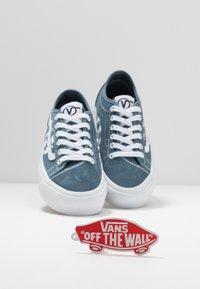 Vans - BESS  - Obuwie deskorolkowe - blue mirage/true white - 5
