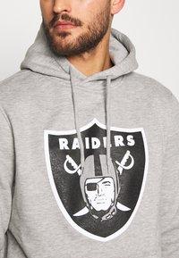 Fanatics - NFL OAKLAND RAIDERS ICONIC SECONDARY COLOUR LOGO GRAPHIC HOODIE - Bluza z kapturem - grey marl - 4