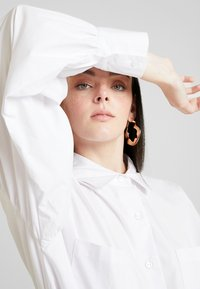 Nly by Nelly - FEMME OVERSIZE SHIRT DRESS - Shirt dress - white - 4