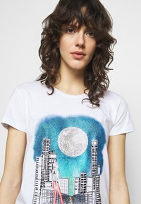 Patrizia Pepe - MAGLIA - Print T-shirt - bianco - 3