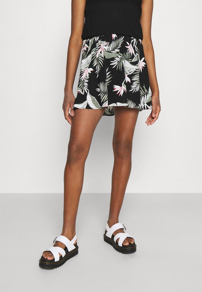 Vero Moda - VMSIMPLY EASY SHORT SKATER SKIRT - Mini skirt - black