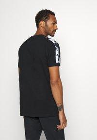 Nominal - RONNI TEE - Print T-shirt - black - 2