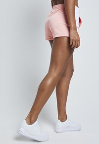 SIKSILK - Shorts - apricot blush - 4