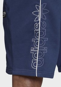 adidas Originals - R.Y.V. SHORTS - Shorts - blue - 6