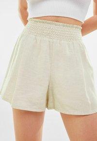 Bershka - Shorts - offwhite - 3