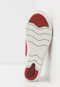 Marco Tozzi - Pantofle na podpatku - chili - 6