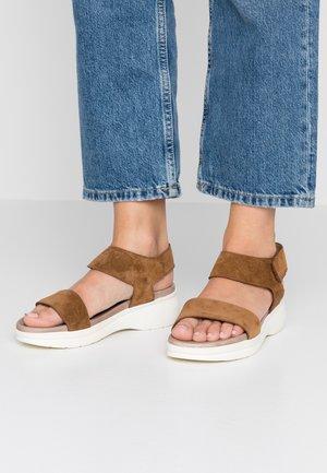 Sandály na platformě - light brown