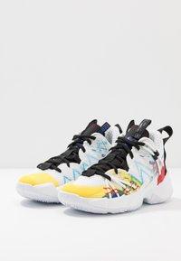 Jordan - WHY NOT ZER0.3 SE UNISEX - Basketbalové boty - white/university red/black/hyper blue/lightening/blue glow - 3